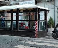 """Via tavolini e sedie vicino la Reggia di Caserta: autorizzazioni comunali """"taroccate""""!"""