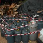 Armi e munizioni in un deposito di gpl a Castel Volturno