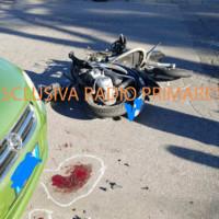 Grave incidente in zona mercato; coinvolti due giovani centauri
