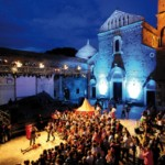 """Si sono accese le luci su """"Settembre al Borgo"""": emozioni con Raiz, passione con Teresa De Sio"""
